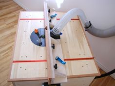 Router Table Plan - build this easy to make router table with large table surface and effective dust collection. Shown is the adjustable fence system with integrated dust collection.