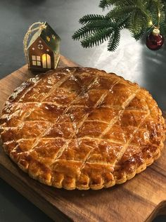 My recipe for galette des rois with almonds - Laurent Mariotte - Cyrille Selbie Grand Marnier, Pastry Recipes, My Recipes, Galette Des Rois Recipe, Frozen Puff Pastry, Almond Cream, Some Recipe, 20 Min, Sweet Treats