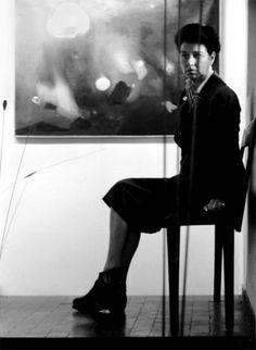 """""""Peggy in Venice. Photographed by Nino Migliori"""" Peggy in una delle stanze del piano seminterrato di Palazzo Venier dei Leoni, con un dipinto di Edmondo Bacci e l'ultima opera acquistata, Segnale di Takis (1958). 1958. Peggy Guggenheim Collection Archives. Gift of Giovanni and Anna Rosa Cotroneo, 2010"""