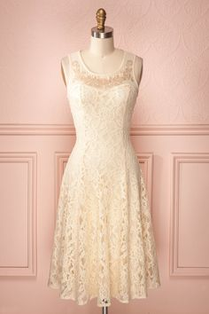 Shiragiku - Loose mid-length cream lace dress