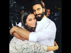 How cute is this picture of Ranveer Singh and Deepika Padukone hugging each other? - This picture of Deepika Padukone and Ranveer Singh sharing a TIGHT HUG is going viral Deepika Padukone, Deepika Ranveer, Ranveer Singh, Ranbir Kapoor, Aishwarya Rai, Perfect Couple, Best Couple, Beautiful Couple, Bollywood Couples