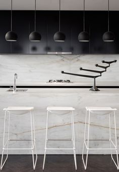 Black and white kitchen | Black pendant lights serie | 33 Mackenzie Tower Melbourne by Elenberg Fraser