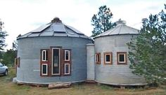 What is grain bin house? It's another anti-mainstream house design you must know! Here we provide the best ideas of grain bin house ideas. Interior Design Tips, Interior Decorating, Decorating Tips, Silo House, Beautiful Modern Homes, Grain Silo, Home Design Magazines, Pole Barn Homes, Loft