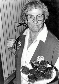 """""""#Brownie"""" #MaryJaneRathbun, Inventrice dei brownie di #Marijuana. Durante gli anni '80 ha cucinato oltre 4,000 #brownies a settimana per i malati di #cancro in #California. Nonostante i numerosi arresti, rimase una attivista per la #legalizzazione della #cannabis fino alla sua morte. #love #hrblife #highlife #vape #vaporizers"""