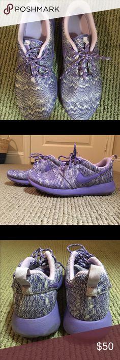 Nike Roshe Girls Nike Roshe Size 4.5 (Women's 6); only worn once! Nike Shoes Athletic Shoes
