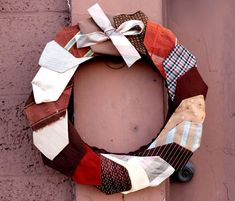 MAKE A FESTIVE WREATH FROM VINTAGE TIES!