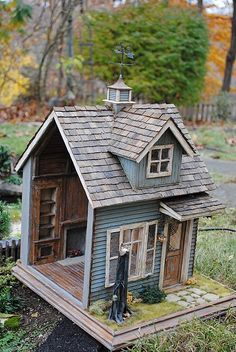 Custom Dollhouses by Liz LeBosse