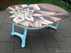 Woman finds old dining table at garage sale—look how stunning it looks after 4 hours: