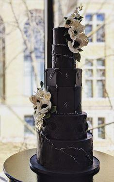 35 Breathtaking black wedding cakes - elegant black wedding cake wedding black 35 Breathtaking black wedding cakes for eternal couple Gothic Wedding Cake, Black Wedding Cakes, Cool Wedding Cakes, Elegant Wedding Cakes, Beautiful Wedding Cakes, Wedding Cake Designs, Perfect Wedding, Gothic Cake, Dream Wedding