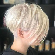 b8567ef4a7 White Blonde Layered Pixie With Undercut Pixie Frizurák, Rövid Haj, Szőke  Haj, Rövid