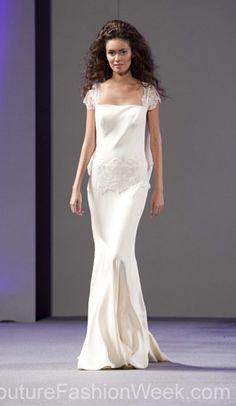 #moteuke #design #model #stil #kvinne #IsabelZapardiez #mote #couture #fashion #brudekjole #kjole #hvit #minimalistisk
