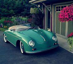 Gorgeous Porsche in green. Porsche Panamera, Porsche 356 Speedster, Porsche Girl, Porsche Sports Car, Fiat 600, Porsche Carrera, Classic Sports Cars, Classic Cars, Classic Auto