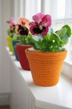 Crochet Flowers Easy amazing colorful flower pot covers - These are 33 quick and easy crochet flower pots and plant cover ideas.Using some colorful yarn and going handy with your crochet sticks you can easily croch Crochet Puff Flower, Crochet Flower Patterns, Crochet Designs, Crochet Flowers, Crochet Simple, Plant Covers, Crochet Slippers, Crochet Home, Crochet Gifts