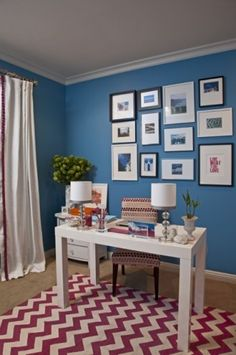 Luv the blue walls, white dek, and that cherry chevron rug!