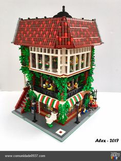 Another Moc, another modular building. This time, I built an Italian Restaurant. On the ground floor we have a pizzeria, with take aw. Lego Duplo, Lego Ninjago, Lego Pizza, Casa Lego, Lego Modular, Lego Room, Cool Lego Creations, Lego Worlds, Custom Lego