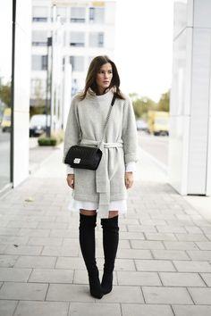 Wenn es in diesem Winter zwei große Trends gibt, dann sind es Overknee Stiefel und der Layering Look. Je mehr verschiedene Kleidungsstücke übereinander geschichtet werden, desto besser. Besonders beliebt: Eine extralange Hemdbluse oder sogar ein Kleid unter einem Pullover. Für DEN Winterlook schlechthin kombinieren wir die beiden Toptrends miteinander. Heute möchte ich euch einmal ein paar …