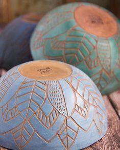 Most current Pics pottery art bowl Tips Ceramic Clay, Ceramic Painting, Ceramic Bowls, Slab Pottery, Ceramic Pottery, Pottery Art, Thrown Pottery, Pottery Painting Designs, Pottery Designs