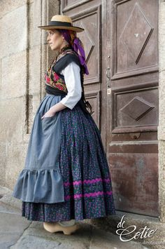 European Dress, Folk Clothing, Folklore, Embroidery, Clothes, Dresses, Fair Grounds, Facts, Outfits