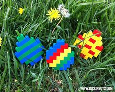 An easy diagram showing you how to make a Lego Easter Egg in three fun patterns.