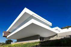 Villa Escarpa by Mário Martins Atelier | Ozarts Etc