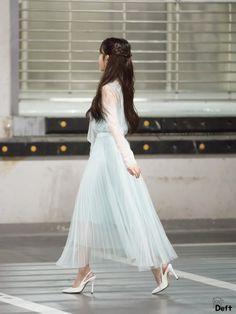 """트위터의 128루트e980 님: """"180516 #아이유 #나의이지은 #미니팬미팅 아이유 사랑해요 생일 축하해요… """" Luna Fashion, Kpop Fashion, Korean Fashion, Fashion Outfits, Iu Hair, Kpop Hair, Chica Cool, Korean Actresses, Korean Celebrities"""