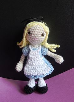Free pattern for Alice by #amilovesgurumi. In English and German languages. (Scroll down  for the PDFs).