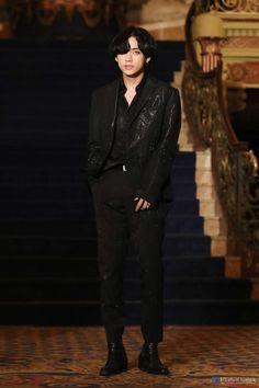 Taehyung bts tae v V Taehyung, Kim Namjoon, Yoongi, Seokjin, Bts Jungkook, Daegu, Billboard Music Awards, K Pop, Jung Hoseok