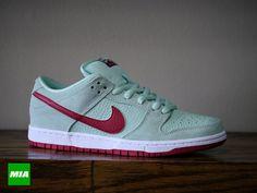 #Nike SB Dunk Low - Medium Mint / Gym Red