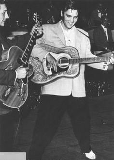 424 best Elvis In Concert - The Elvis Presley Songs, Elvis Presley Photos, Elvis Today, Sun Records, Elvis In Concert, Young Elvis, Tom Parker, Most Handsome Men, Graceland