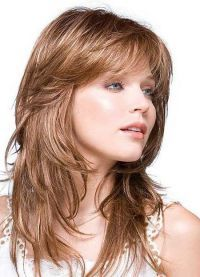 стрижка на тонкие редкие волосы средней длины 2