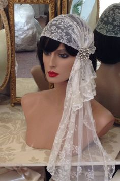 Stunning original Antique Lace Flapper Gatsby Juliet cap with side veil. Very Downton Abbey! This can be worn with the veil to the back too, Kate Moss style. Vintage Veils, Vintage Lace, Wedding Veils, Wedding Bride, Boho Wedding, Dream Wedding, Lace Veils, Fancy Hats, Bridal Headpieces