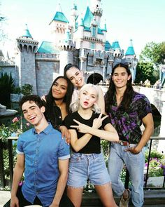 Dove Cameron and cast Disney Descendants2 on Insta Stories.