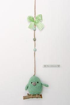 Hanger groen vogeltje op tak