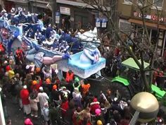 "Helau!!  (what sounds like ""hello""), the traditional Karneval parade greeting, accompanied by thrown candy:  Rosenmontagszug Düsseldorf 2012"