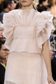 Chloé at Paris Fashion Week Spring 2013 - Details Runway Photos Couture Fashion, Runway Fashion, High Fashion, Fashion Show, Womens Fashion, Paris Fashion, Fashion Essay, Alexander Mcqueen, Dior