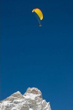 Paragliding with ski over Cervino (Matterhorn)