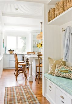 Discover beautiful beach cottage kitchens that you can use for inspiration. Beach cottage decor is very popular and we show wonderful kitchen designs. Beach Cottage Kitchens, Beach Cottage Decor, Lake Cottage, Cottage Homes, Luxury Interior Design, Interior Exterior, Coastal Interior, Coastal Decor, Cottage Design