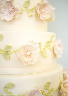 Ring O'Roses Wedding Cake by Rosalind Miller Cakes - London