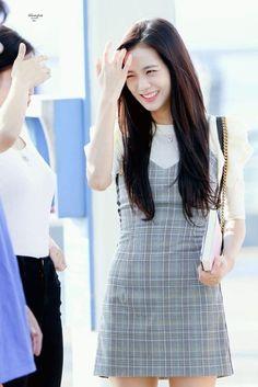 BlackPink Jisoo Fashion - Grey Dress Find BlackPink Clothes, KPOP Skirts & KPOP Dresses for an affordable price Blackpink Outfits, Kpop Fashion Outfits, Korean Outfits, Gray Outfits, Ulzzang Fashion, Blackpink Fashion, Korean Fashion, Fashion Looks, Korean Airport Fashion