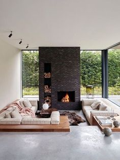 innenarchitektur flur Design Trends Made in USA: Past, Present, Future - Covet Edition The Effecti Sunken Living Room, Living Area, Living Spaces, Home And Living, Home And Family, Young Family, Fancy Living Rooms, Cozy Living, Family Room