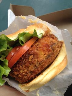 Shake shack Mushroom burger Mushroom Burger, Shake Shack, Burger Recipes, Meatless Monday, Vegetarian Food, Mondays, Bon Appetit, Food Food, Sandwiches