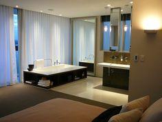 design intéressant de chambre avec salle de bain