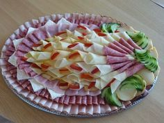 1 million+ Stunning Free Images to Use Anywhere Party Food Platters, Food Trays, Meat Trays, Meat Appetizers, Appetizer Recipes, Food Carving, Christmas Party Food, Food Garnishes, Food Decoration