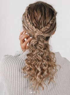 17 Beautiful Ways to Style Blonde Curly Hair natural curly blonde hairstyles trends southernliving 242842604893346421 Coiffure Hair, Curly Hair Braids, Thick Curly Hair, Curly Hair Styles, Natural Hair Styles, Curly Girl, Natural Curly Hair Updos, Crazy Curly Hair, 4c Hair