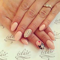 #eclair #eclairnail #nail #nailart #natural #nailporn #nailswag #valentines #swarovski