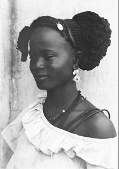 Africa | Ouolove (Wolof) woman. Saint-Louis, Senegal.  ca. 1942 - 45 | ©Germaine Krull