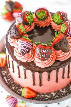 This Chocolate Covered Strawberry Layer Cake is a moist chocolate cake layered with fresh strawberries, strawberry buttercream and chocolate ganache! Chocolate Drip Cake, Homemade Chocolate, Chocolate Ganache, Chocolate Art, Chocolate Cheesecake, Mint Chocolate, Pear And Almond Cake, Almond Cakes, Coconut Cakes