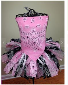 Cowgirl party dress pink & black.  Wonder if I can talk Chloe into being a cowgirl for Halloween?  This looks so cute and east to make.