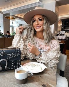 Shop Your Screenshots™ with LIKEtoKNOW.it, a shopping discovery app that allows you to instantly shop your favorite influencer pics across social media and the mobile web. #fashionstyle #bloggerlooks