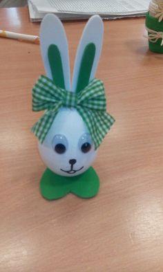 R VDV's media analytics. Easter Projects, Bunny Crafts, Easter Crafts For Kids, Toddler Crafts, Spring Crafts, Holiday Crafts, Easter Bunny, Easter Eggs, Easter Egg Designs